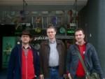 """Bernhard, Andreas und Stefan vor der Ausstellung """"Imaginaire Jules Verne"""" (und wer guckt da wieder mal total bescheuert?...)"""